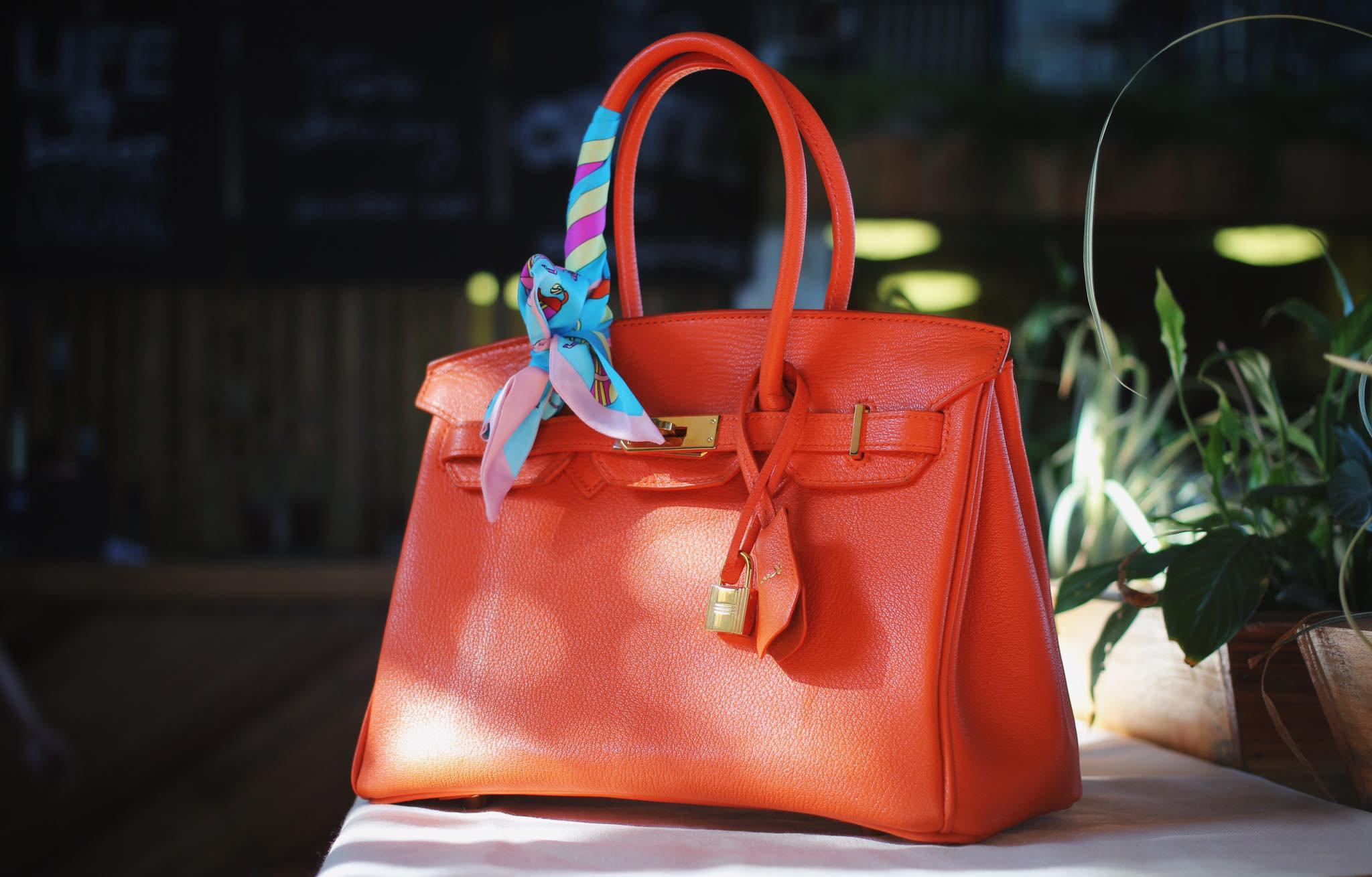 Nên chọn túi xách màu gì giúp quý cô mệnh kim luôn đầy ắp tiền tài hạnh phúc?
