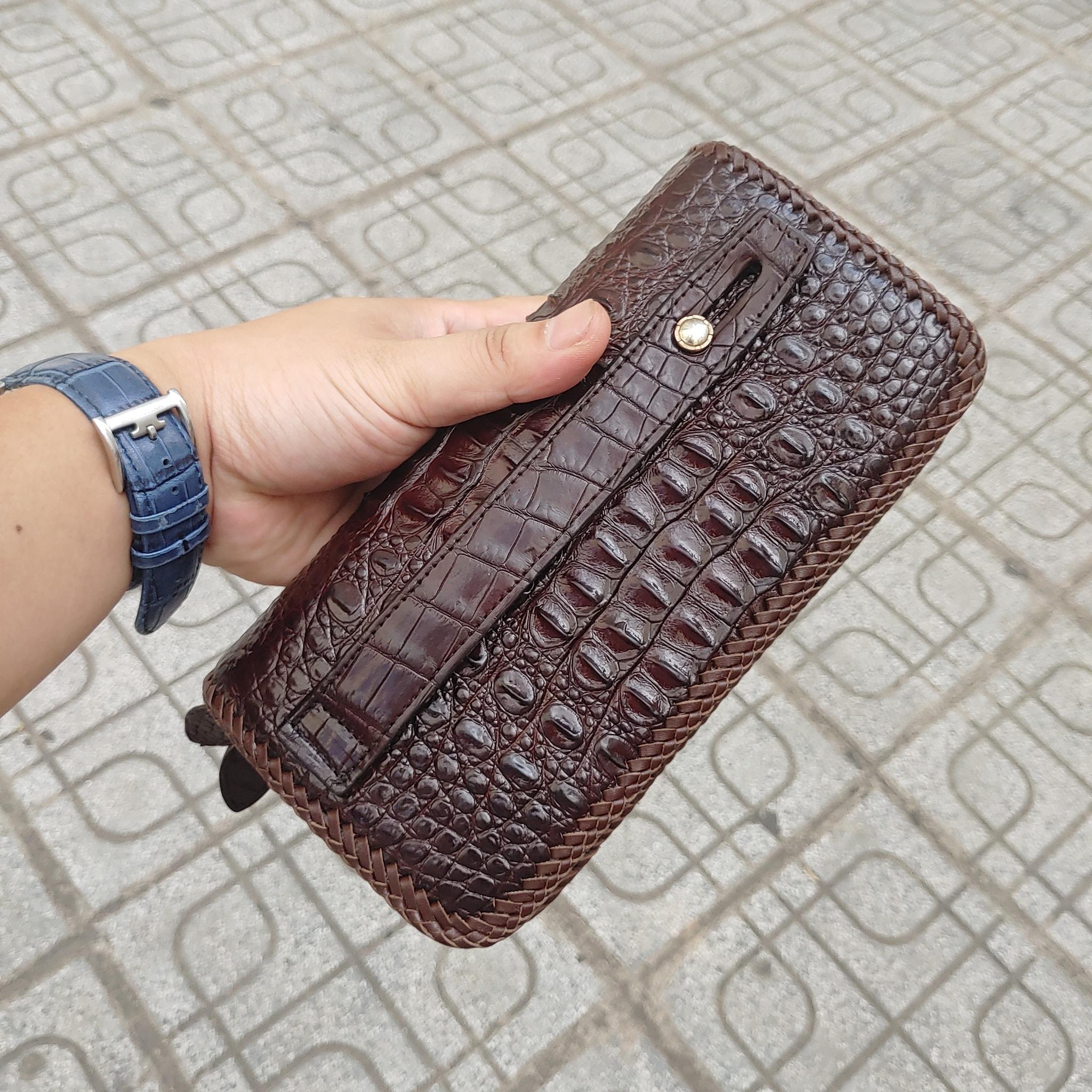 Ví da nam cầm tay da cá sấu thật đan viền thủ công SVC9-3